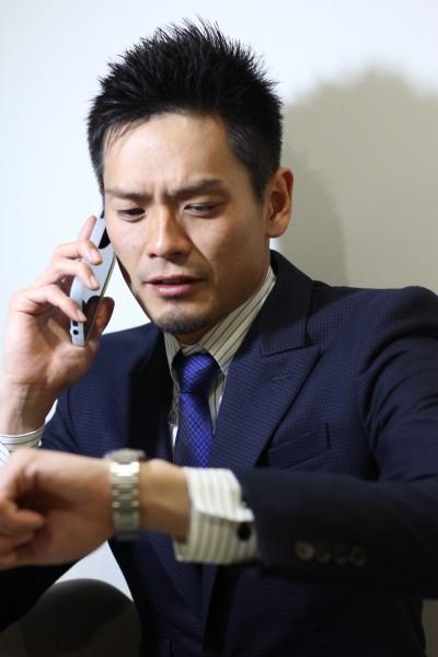 【BAMBINI】スーツで働く男のベリーショート